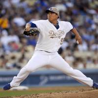 Clean slate through seven: Los Angeles starter Ryu Hyun-jin fires a pitch against Cincinnati in the fourth inning on Monday. | AP