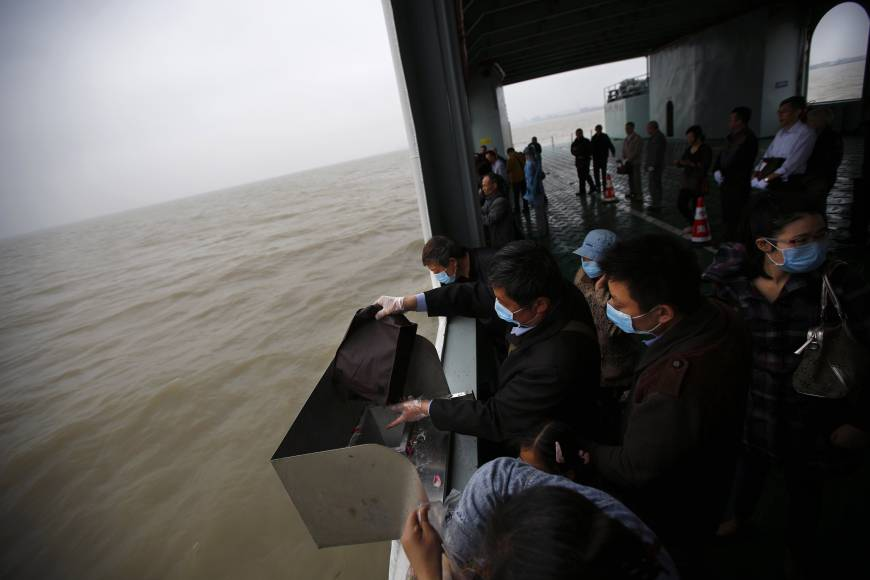 Aging, crowded China instigates funereal revolution: burial at sea
