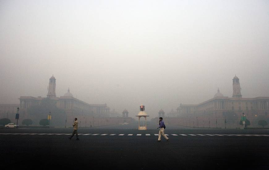 India admits New Delhi as polluted as Beijing