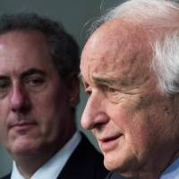 U.S. Trade Representative Michael Froman (left) looks on as House Ways and Means Committee ranking member Rep. Sandy Levin delivers remarks regarding a ruling in favor of the U.S. by the World Trade Organization against China concerning the export of American automobiles Friday in Washington. | AFP-JIJI