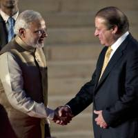 After swearing-in, India's Modi set to hold talks with Pakistani rival