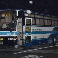 A bus operated by Miyazaki Kotsu Co. and hijacked by a 45-year-old man on Sunday evening sits in the parking lot of a convenient store in the city of Ebino, Miyazaki Prefecture, soon after the man was arrested and all the passengers were released there early Monday morning. | KYODO