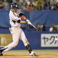 Rally time: The Swallows' Takahiro Araki laces a single in the eighth inning to initiate a comeback against the Tigers on Saturday at Jingu Stadium. Tokyo Yakult defeated the Hanshin Tigers 5-2. | KYODO