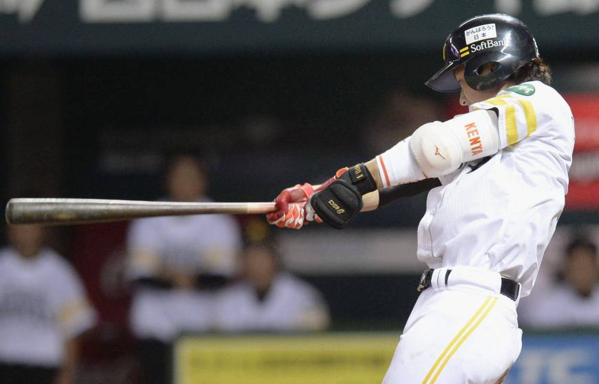 Hawks beat CL-leading Carp for second consecutive night