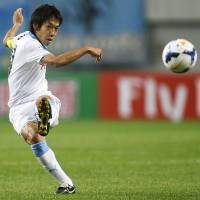 Over and out: Frontale's Kengo Nakamura kicks the ball during Kawasaki's Asian Champions League match against FC Seoul on Wednesday. | KYODO