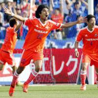 Did you see that?: Yokohama F. Marinos defender Yuji Nakazawa celebrates after scoring his side's third goal in Sunday's 3-0 win over Kawasaki Frontale. | KYODO