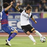 Right on target: Tsukasa Umesaki scores the winner for Urawa against Kofu during their Nabisco Cup match on Wednesday. Reds won 2-1 to advance to the last eight. | KYODO