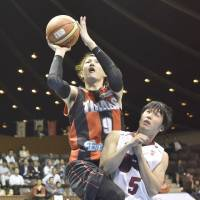 Shinoyama drains buzzer-beating shot as Toshiba takes 2-0 lead in NBL Finals