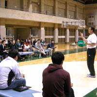 A chance to learn: Donald Beck, seen talking to fellow coaches, says audience participation is a key educational tool at his clinics. | KAZ NAGATSUKA