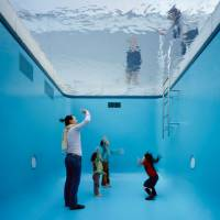 'The Swimming pool' (2004) | © LEANDRO ERLICH STUDIO, PHOTO BY NAKAMICHI ATSUSHI / NACÁSA & PARTNERS