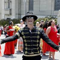 A Michael Jackson impersonator on Wednesday performs for fans gathered for the fifth anniversary of Michael Jackson's death outside the mausoleum where he's interred at Forest Lawn Memorial Park in Glendale, California. | REUTERS