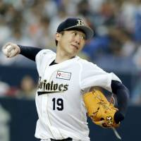 Breaks of the game: Orix's Chihiro Kaneko no-hit the Yomiuri Giants for nine innings Saturday but came away empty. | KYODO