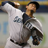 'King Felix' K's 15 to help Mariners beat Rays