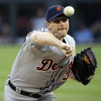 Mad Max: Tigers starter Max Scherzer pitches against the White Sox on Sunday in Chicago. Detroit won 4-0. | AP