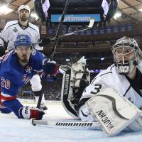 Kings go up 3-0 on Rangers