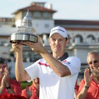 Rose overcomes late mistake at Congressional