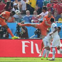 Cerebral play: The Netherlands' Leroy Fer scores against Chile on Monday in Sao Paulo. The Netherlands won 2-0. | AFP-JIJI