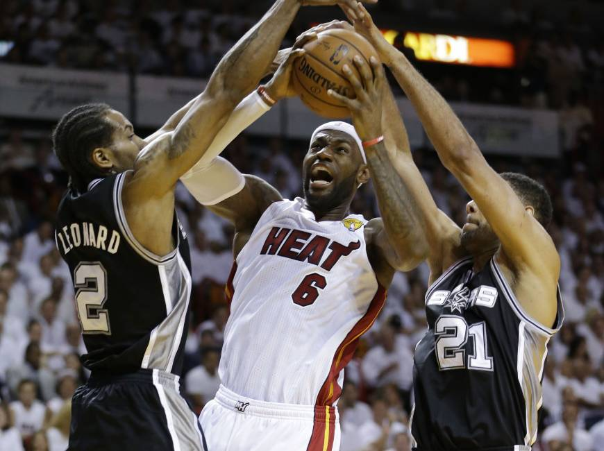 Spurs blow out Heat