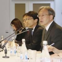 Junichi Ihara (front right), Japan's chief negotiator, and his North Korean counterpart, Song Il Ho (front left), meet in Stockholm on May 26, the first day of high-level bilateral talks.   KYODO