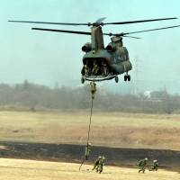 Ground Self-Defense Force personnel engage in helicopter training at Narashino camp in Funabashi, Chiba Prefecture, on Jan. 13. | YOSHIAKI MIURA