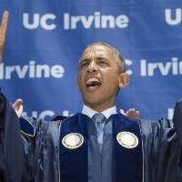 U.S. President Barack Obama screams 'Zot, zot, zot' as he makes the symbols of the anteater, the mascot for the University of California, Irvine, after delivering the commencement address Saturday. The student chant 'Zot, zot, zot!' is the sound made by the tongue of the anteater in the comic strip B.C. by cartoonist Johnny Hart as it flicks it out to catch ants.   AFP-JIJI