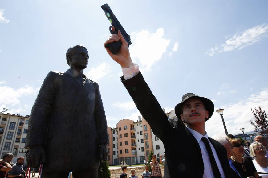 Bosnian Serbs erect statue to the man who ignited WWI