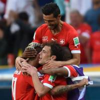 Switzerland comes from behind to beat Ecuador