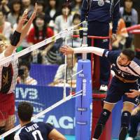 France spikers prevail against Japan in World League
