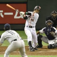 Whatever it takes: The Giants' Fuminori Yokogawa hits a game-ending single in the 10th inning against the Lions on Friday at Tokyo Dome. Yomiuri defeated Seibu 4-3. | KYODO