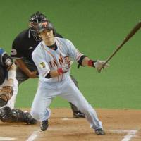 Let's go home: The Giants' Yasuyuki Kataoka hits a tiebreaking RBI single against the Fighters in the 10th inning on Wednesday at Sapporo Dome. | KYODO