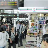 One of the kiosks Seven-Eleven Japan Co. has taken over, at JR West's Kyoto Station. The convenience store giant is opening around 500 outlets at JR West stations across western Japan. | KYODO