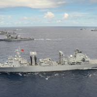 The People's Liberation Army Navy replenishment ship Qiandaohu is underway July 25 in close formation as one of 42 ships and submarines representing 15 international partner nations during Rim of the Pacific 2014. Chiinese warships are also engaged in drills in the South China Sea and East China Sea. | AFP-JIJI