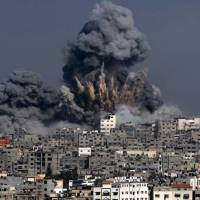 Heavy smoke billows from a section of Gaza City in the Gaza Strip following an Israeli military strike Tuesday. | AFP-JIJI