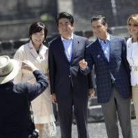 First lady Akie Abe (left to right), Prime Minister Shinzo Abe, Mexican President Enrique Pena Nieto and Mexican first lady Angelica Rivera pose for a picture during a tour at the Pyramid of the Sun at the Teotihuacan archaeological site, on the outskirts of Mexico City, on Saturday. | REUTERS