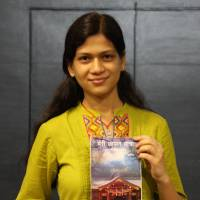 Archna Sharma, in New Delhi last week, holds a copy of her book, 'Meri Japan Yatra' ('My Japan Trip'), which she wrote to help her fellow Indians visiting Japan for the first time. | KYODO