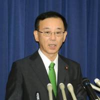 The Immigration Bureau under the Justice Ministry, which is headed by Sadakazu Tanigaki, plans to bring in more highly skilled foreign workers by giving them a new visa status with a broadened roster of privileges. | KYODO