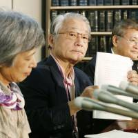 Lawyer Hiroyuki Kawai (center), who represents a group of citizens who demanded a review of prosecutors' judgment on former Tepco executives, holds a news conference Thursday in Tokyo. | KYODO