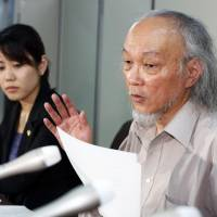 Hisao Seto, a lawyer representing an 82-year-old ethnic Chinese permanent resident of Oita, addresses reporters in Tokyo on Friday after the Supreme Court ruled that permanent foreign residents are ineligible for welfare benefits. | KYODO