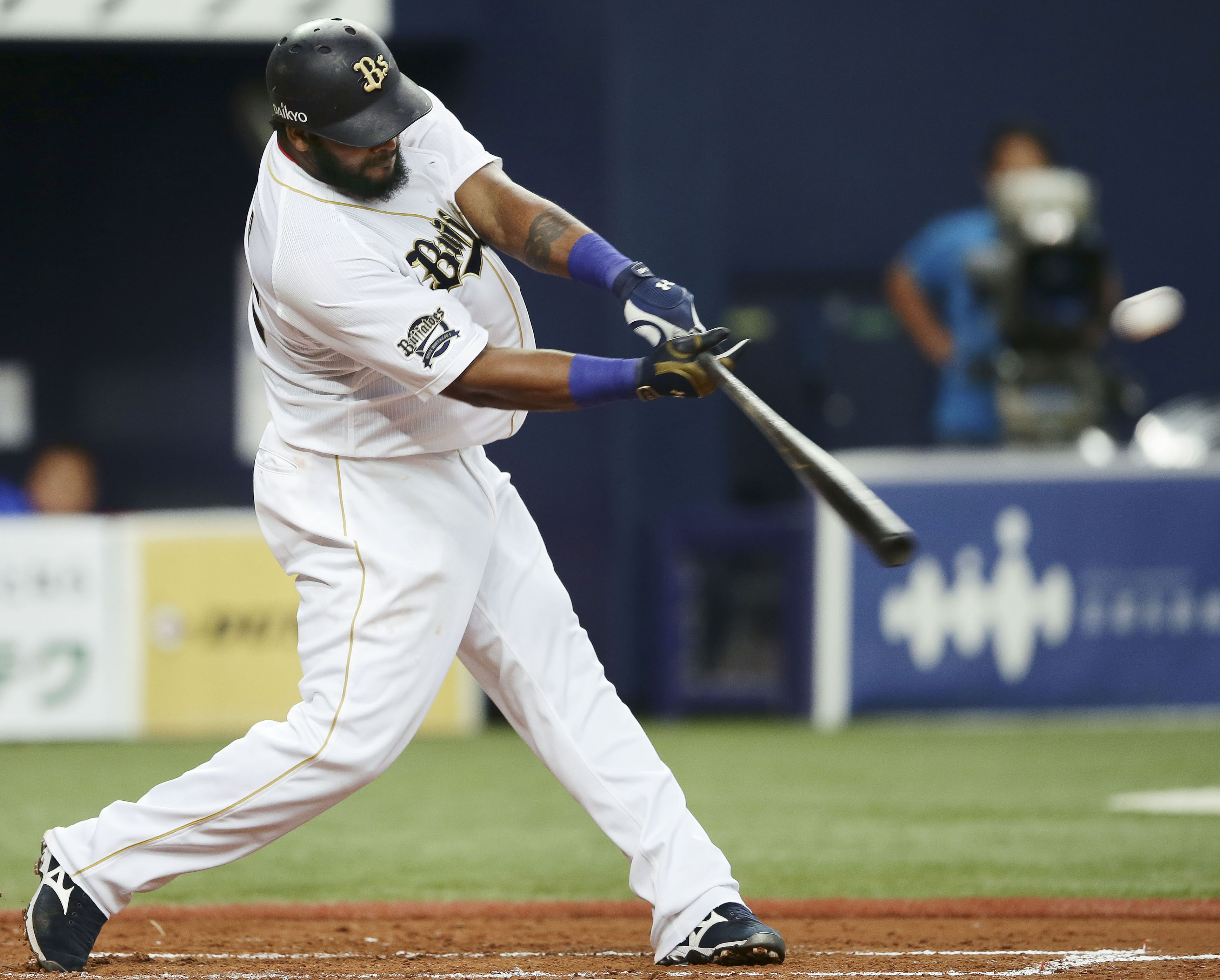 Buffalo stance: Willy Mo Pena and Orix began the second half of the Pacific League season in first place.   KYODO