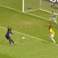 Quick strike: The Netherlands' Georginio Wijnaldum scores against Brazil in the third-place game on Saturday in Brasilia. | AFP-JIJI