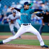Seventh victory: Hisashi Iwakuma fires a pitch against Minnesota on Monday night. The Mariners beat the Twins 2-0. | KYODO