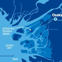 Map based on data compiled by Coastal, Marine and Disaster Prevention Department Director Takeshi Suzuki. The map shows areas (light blue) in Osaka Bay that are at risk of flooding if a 1-meter rise in sea levels coincides with a high tide and a typhoon that is 1.3 times stronger than the 1959 Ise Typhoon.