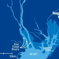 Map based on data compiled by Coastal, Marine and Disaster Prevention Department Director Takeshi Suzuki. The map shows areas (light blue) in Ise Bay that are at risk of flooding if a 1-meter rise in sea levels coincides with a high tide and a typhoon that is 1.3 times stronger than the 1959 Ise Typhoon.