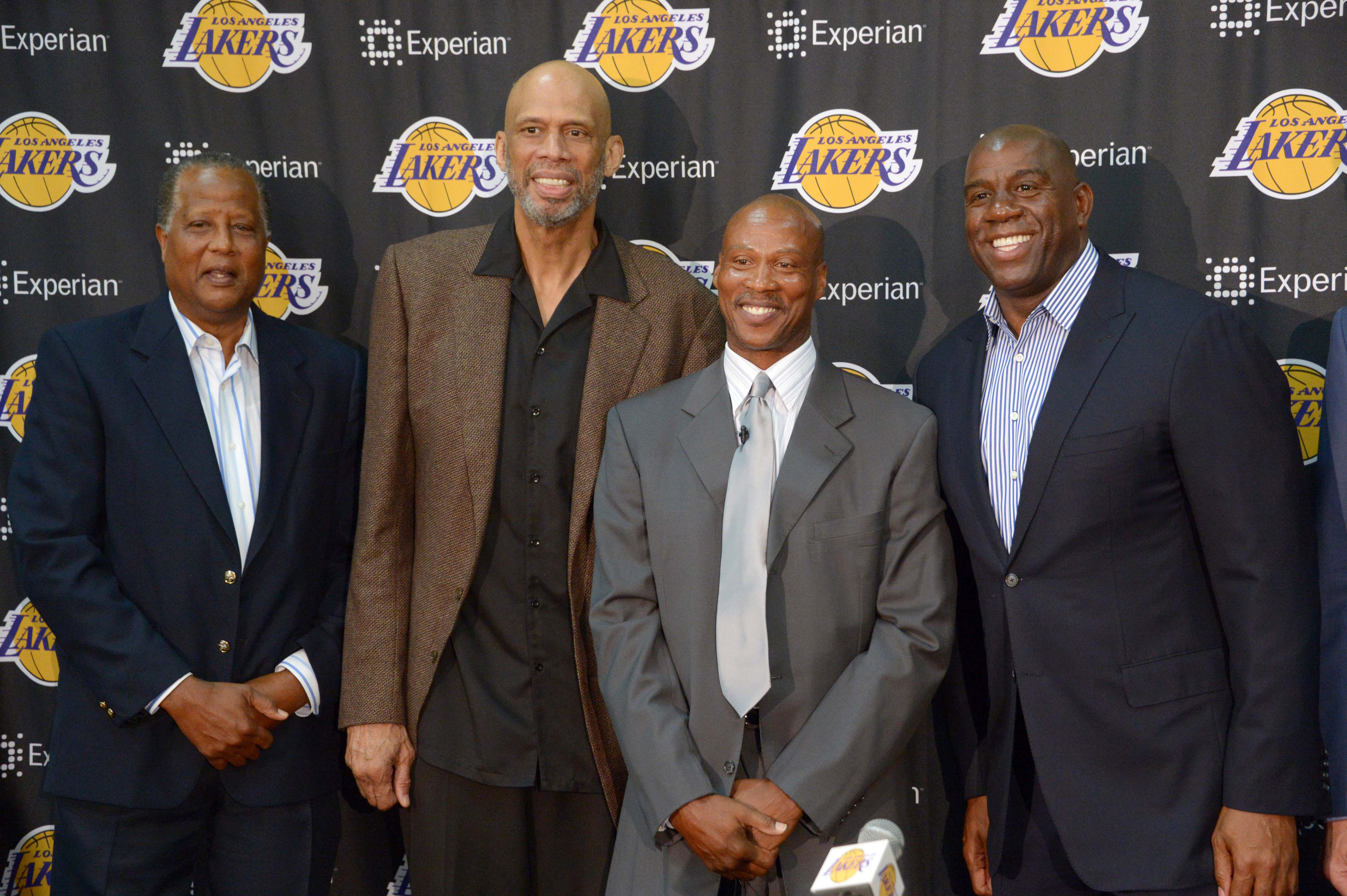 New coach Scott eyes swift return to contention for Lakers
