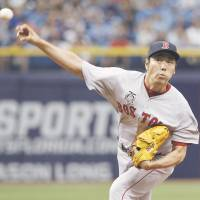 Fork in the road: Red Sox closer Koji Uehara pitches against the Rays during Boston's 4-3 win on Sunday. | KYODO