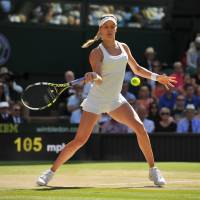 New star: Canada's Eugenie Bouchard plays a shot from Romania's Simona Halep in their semifinal match at Wimbledon on Thursday. Bouchard won 7-6 (7-5), 6-2. | AFP-JIJI