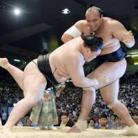 Shifting sands: Goeido (right) pushes Osunaarashi out of the ring at the Nagoya Grand Sumo Tournament on Saturday. | KYODO
