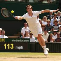 Reign over: Defending Wimbledon champion Andy Murray plays a shot from Grigor Dimitrov in their quarterfinal Wednesday. | AFP-JIJI