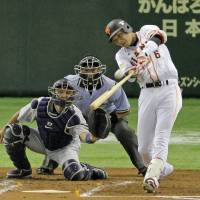 Quick hands: Giants star Hayato Sakamoto strokes a two-run single in the second inning against the Dragons on Friday at Tokyo Dome. Sakamoto had three RBIs in Yomiuri's 4-3 win over Chunichi.  | KYODO