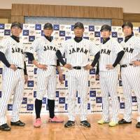 Picked for the national squad: (from left) Yomiuri Giants shortstop Hayato Sakamoto, Tohoku Rakuten Golden Eagles catcher Motohiro Shima, Orix Buffaloes outfielder Yoshio Itoi, manager Hiroki Kokubo, Orix pitcher Chihiro Kaneko, Hiroshima Carp pitcher Kenta Maeda and Hokkaido Nippon Ham Fighters outfielder Sho Nakata grab the spotlight on Thursday during a news conference in Tokyo to promote an NPB-MLB series, which will be held in November in Japan. | KYODO